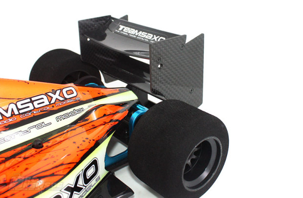 Team-Saxo-F1-Fluegel-aus-Kohlefaser-2