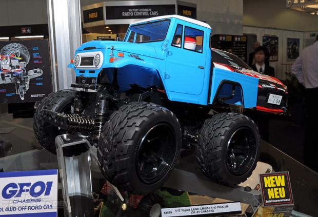 Spielwarenmesse-2014-Tamiya-1-12-Tamiya-Land-Cruiser-40-Pick-Up-GF01-1