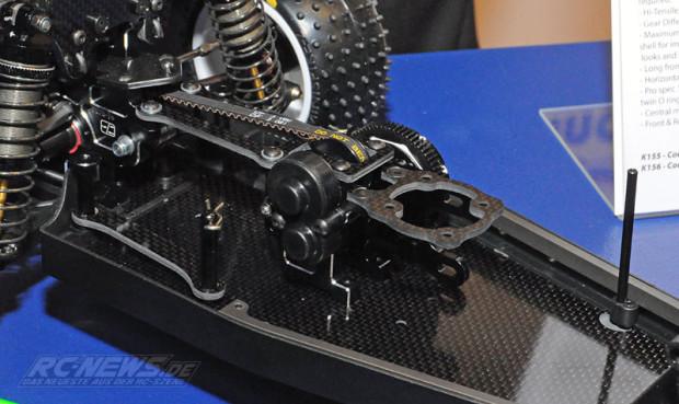 Spielwarenmesse-2015-Schumacher-Cougar-KF2-2WD-Mittelmotorbuggy-6