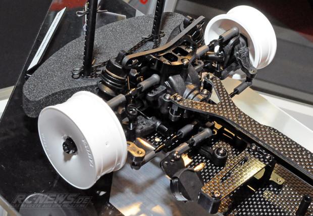 Spielwarenmesse-2015-Tamiya-TB-EVO-6-Chassis-Kit-Black-Version-2