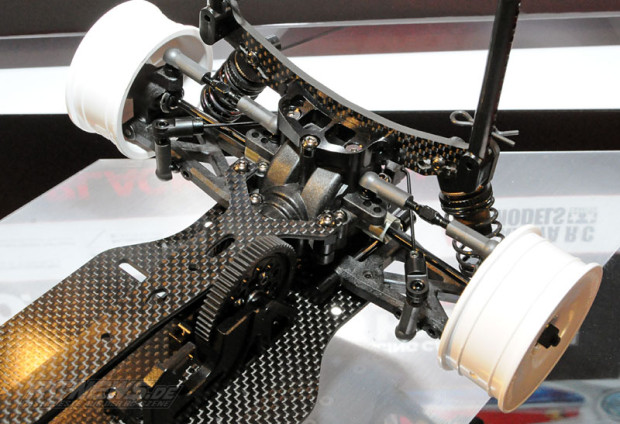 Spielwarenmesse-2015-Tamiya-TB-EVO-6-Chassis-Kit-Black-Version-3