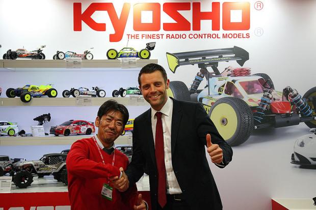 Spielwarenmesse-2015-Kyosho-und-robbe-festigen-Kooperation
