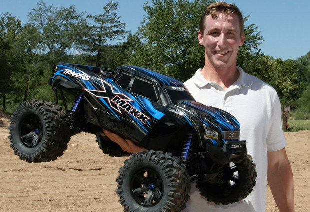 Traxxas-X-Maxx-4X4-1-6-Brushless-Monstertruck-01